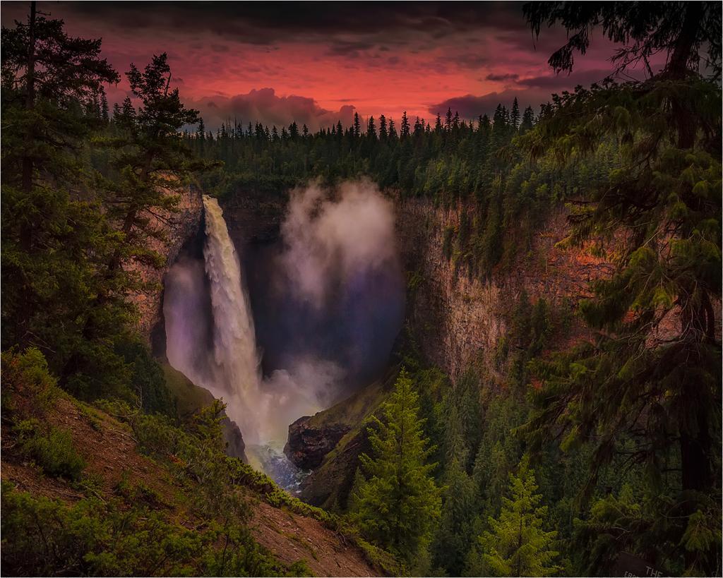 Helmcken Falls by Greg Earl